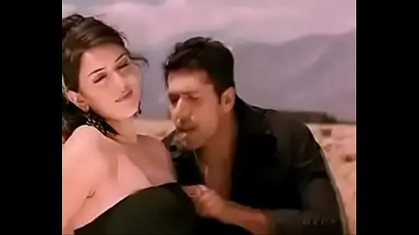 Haniska boobs touch by Jayam Ravi in Engeyum Kaadh Thumb
