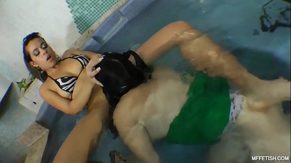 Underwater Pussy Licking - Gorgeous and Hot Lola Melo in the Pool