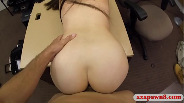Amateur woman drilled at the pawnshop