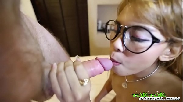 Bubble butt Thai cutie in glasses gets petite frame rocked by white tourist Thumb