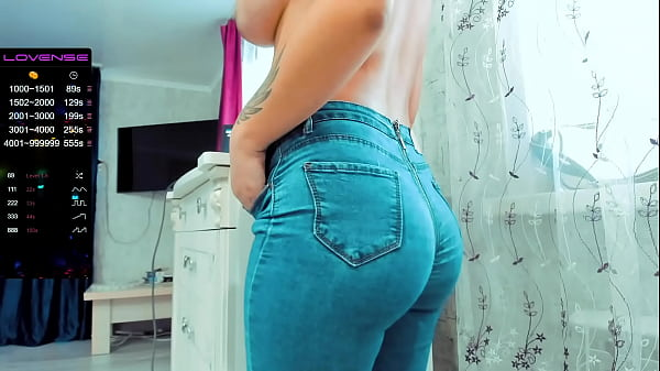 Love A Girl In Jeans?