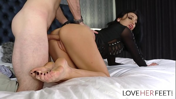 Audrey Bitoni Gives A Farewell Feet Fucking To Her Boy Toy