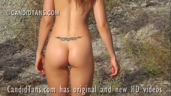 Naked teen exhibitionist at the beach walking n...