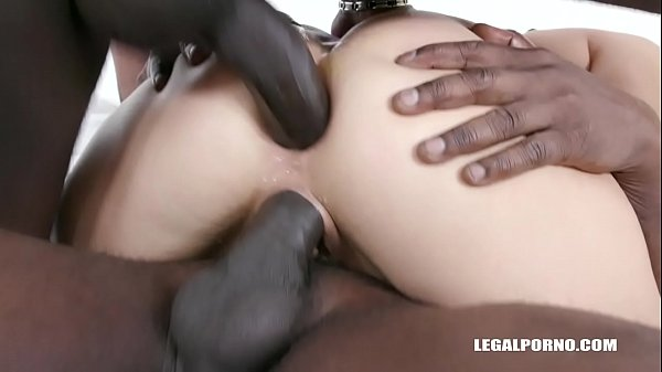 Evia Rose wants to get fucked by black bulls IV367