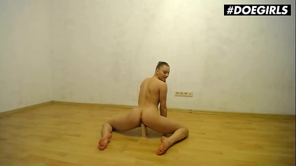 DOEGIRLS - Mia Split - Flexible Russian Teen Plays With Dildo On Cam Thumb