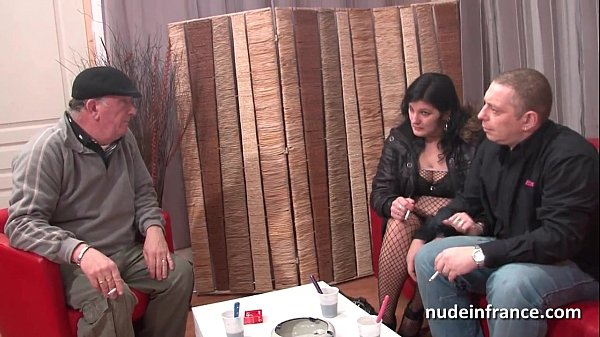 Anal casting of an Amateur french couple with a chubby squirt slut hard plugged