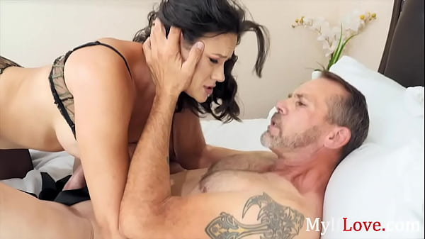 A Quick Vacation With My MILF Lover- Penny Barber