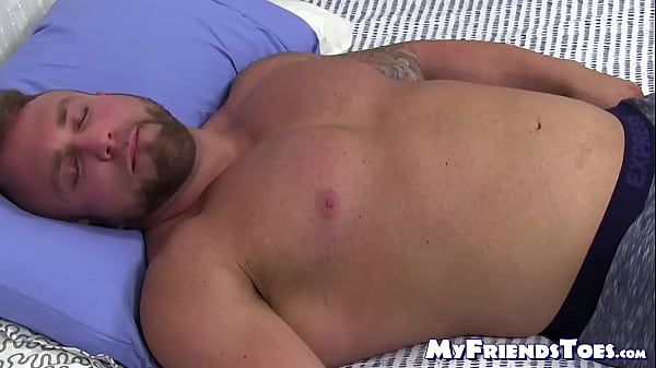 2018-12-29 02:01:29 - Sleeping jock got his toes sucked by a homosexual pervert 9 min  HD+ http://www.neofic.com