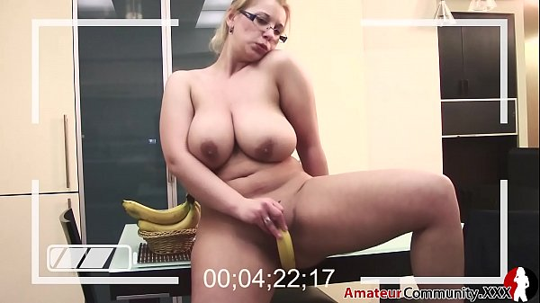 Cuckold: My wife blows a banana