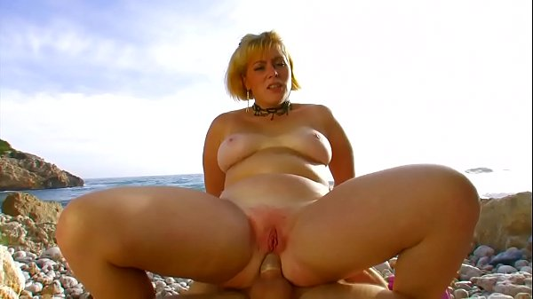 Dickxy Cats is a beautiful blonde milf fucked on the beach Thumb