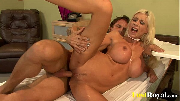 Every girls should take notes from Puma Swede Thumb