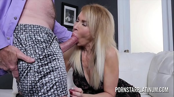 Blonde MILF Erica Lauren gets treated to a fat ...