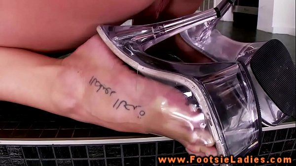 Foot blonde babe teases with toes and wants action