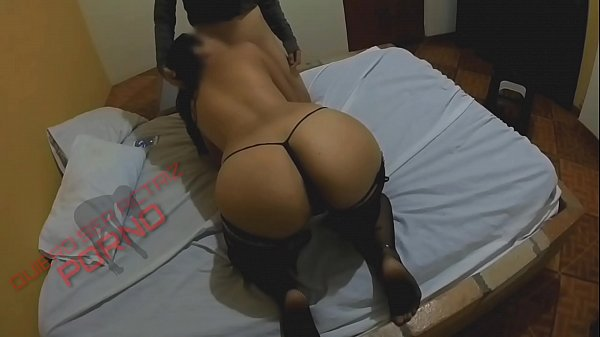How delicious it is to give a good blowjob to my best friend's boyfriend, while he sees my ass on the camera app. I'm so wet to give him my pussy in 4 ...