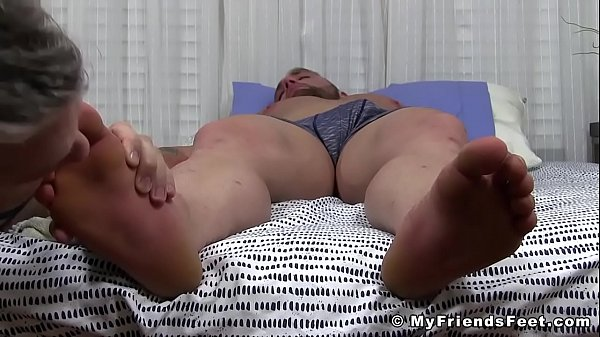 2018-12-31 02:01:21 - Curvaceous Gavin asleep during dirty foot worship 5 min  HD http://www.neofic.com