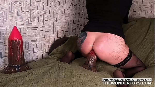 Amateur Mistress testing on herself the Impaler L from TheWonderToys with Deep Anal Penetration and Prolapse