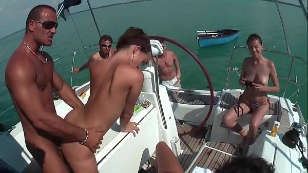 Mega Sex Party auf dem Boot - Pornstars
