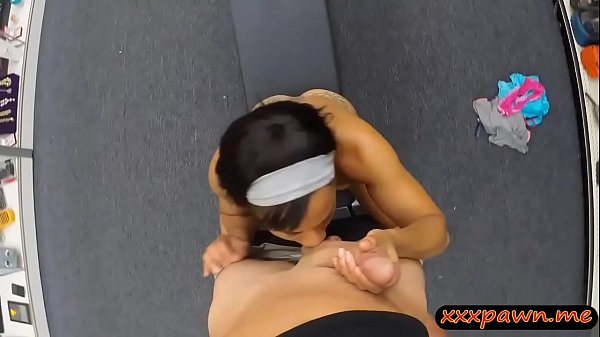 Ebony babe sells her gym equipment and banged real hard