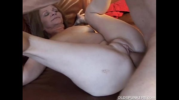Gorgeous older babe loves to fuck