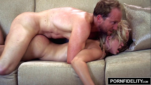 PORNFIDELITY - Blonde Goldie Bubble Butt Carwash Creampie