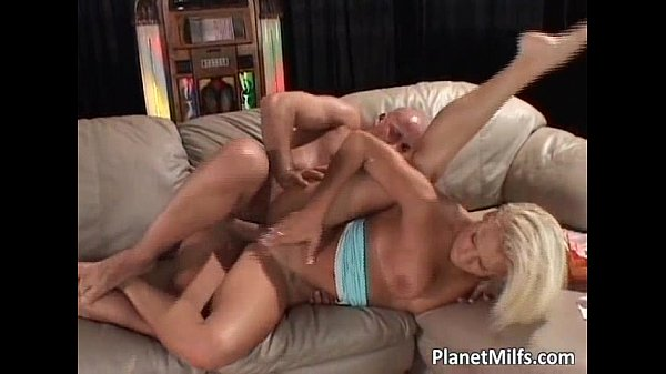 Blonde busty slut dick jumping session