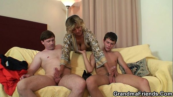 Two young dudes bang old mom