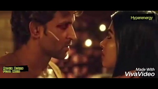 Hrithik Roshan and Pooja Hegde Hot Kiss In Mohenjo Daro