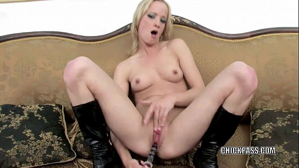 Petite blonde Jewles West uses a toy to make herself cum