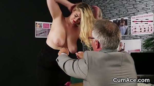 Kinky babe gets cumshot on her face sucking all the load