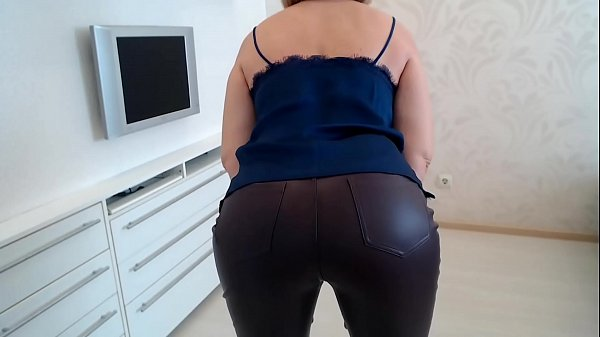 MILF in leather pants Thumb
