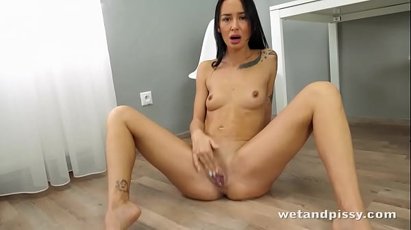 Dark Haired Hottie Unleashes Huge Streams Of Piss Thumb