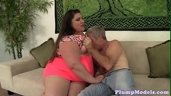 Pussylicked plumper beauty riding lovers dick