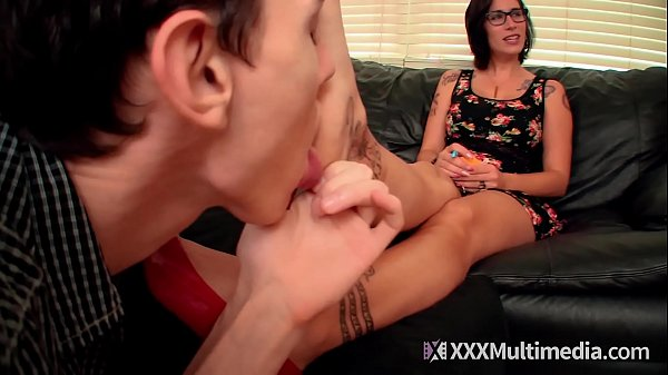 Velma VonMassacre Makes Her Employee Worship Her Big Feet