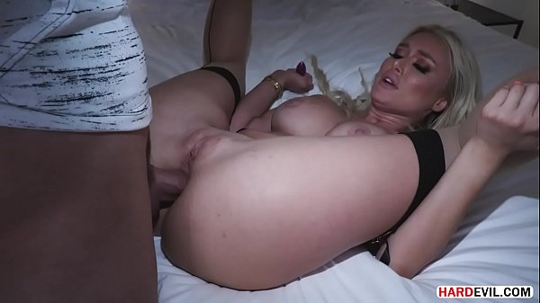 Blonde MILF Natalia Starr offers her ass to plow