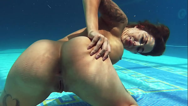 Heidi Van Horny won't disappoint you by the poo...