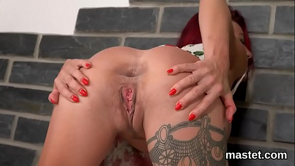 Frisky czech sweetie opens up her soft cunt to the special