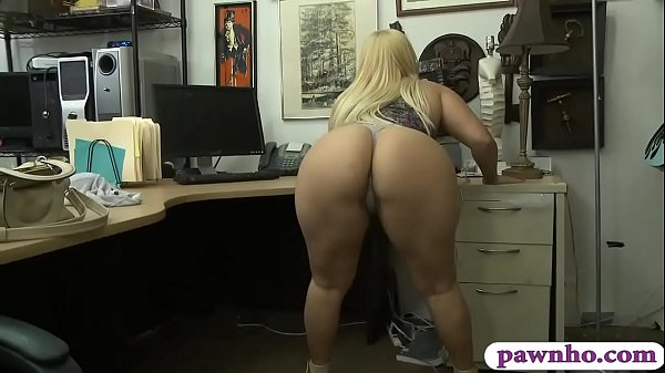 Huge booty blonde woman gets railed at the pawn...