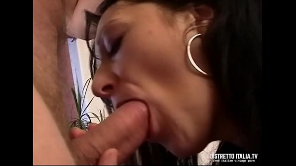 An Italian wife who likes to blowjob and get cumshot in the face Thumb