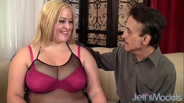 Blonde plumper Star Staxx is fucked good Thumb