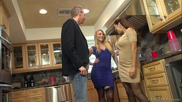 Huge Swinger Orgy - Francesca Le, Mandy Muse, Nadia Styles