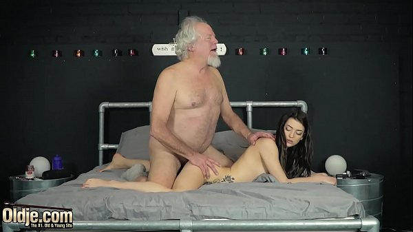Hardcore cock sucking and pussy fucking for y. from old man Thumb