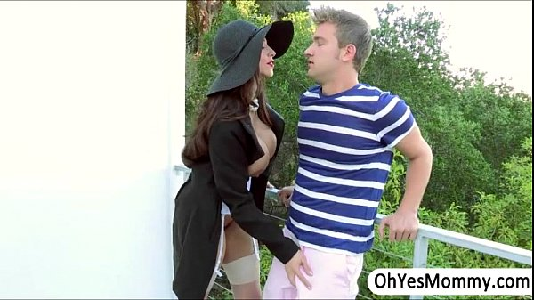 MILF Ariella gives a sexual entertainment to Angels boyfriend Thumb