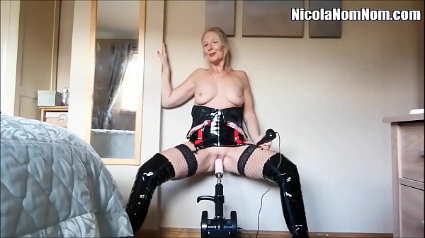 Homemade Amateur Mature Wife Fucking Machine Co...