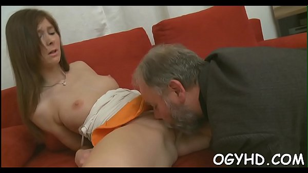 Hot young babe screwed by old lad Thumb