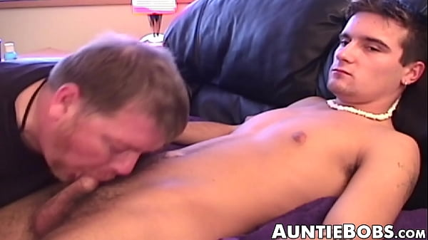 2018-12-30 02:01:52 - Amateur gay receives blowjob from old freak and jerks off 8 min  HD+ http://www.neofic.com