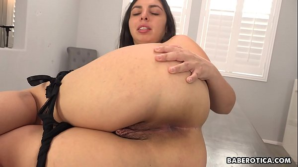 Solo girl, Luna Leve masturbates with a dildo, in 4K