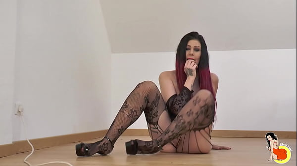 Curvy Sexy slut Melissa,tries her first BBC and gets double penetrated
