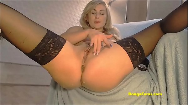 BongaCams milf squirts after banging herself with a dildo!