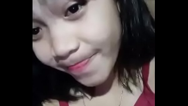streaming bokep Young Girl from indonesia squeezed the small tits Mp4