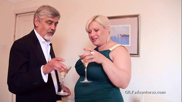 Fisting and bottling a mature thick pussy